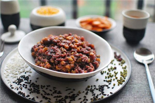 杂粮饭的功效与作用 吃杂粮饭的好处