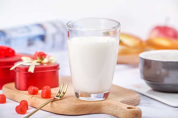 <b>过期的牛奶有什么用 过期牛奶的用途</b>