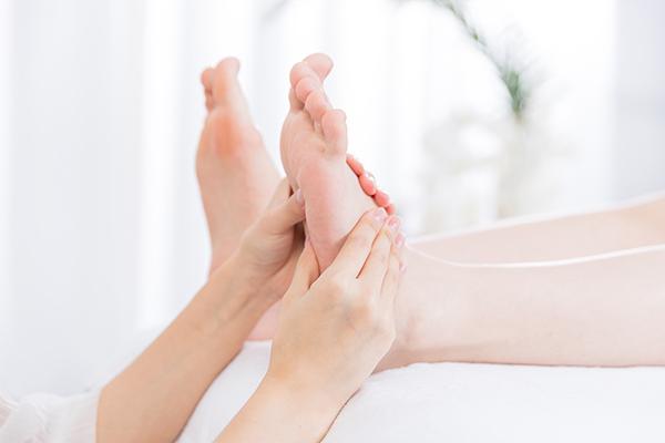 脚上有哪些穴位,详细脚部穴位图解