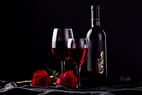 女人喝红酒的好处