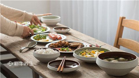 摄图网_500206616_家庭内部家常饭聚餐(企业商用).jpg