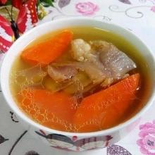 胡萝卜牛筒骨汤