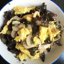 蘑菇木耳炒蛋