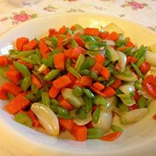 芹菜炒胡萝卜粒