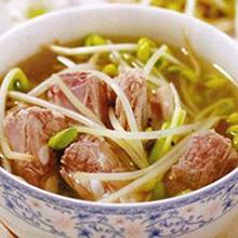 冬菇黄豆芽猪尾汤