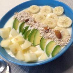 燕麦牛油果水果酸奶