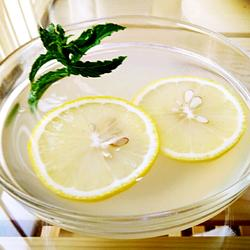 薏米柠檬水