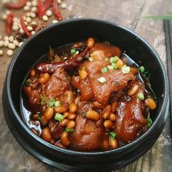 红烧猪蹄炖黄豆